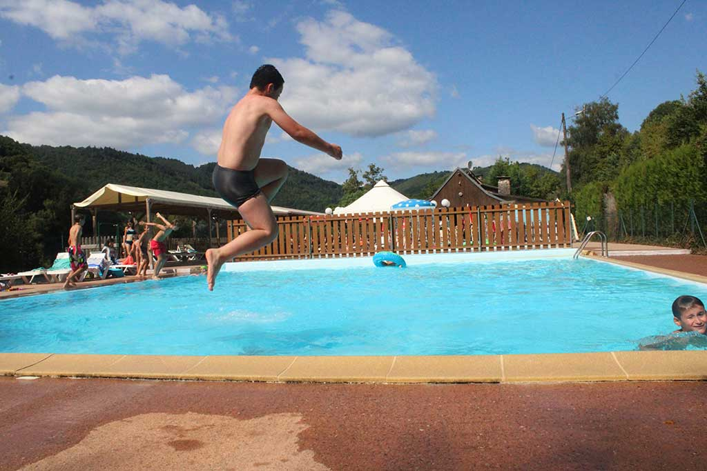 Camping avec piscine dans le lot proche padirac camping 3 - Camping dordogne avec piscine et lac ...